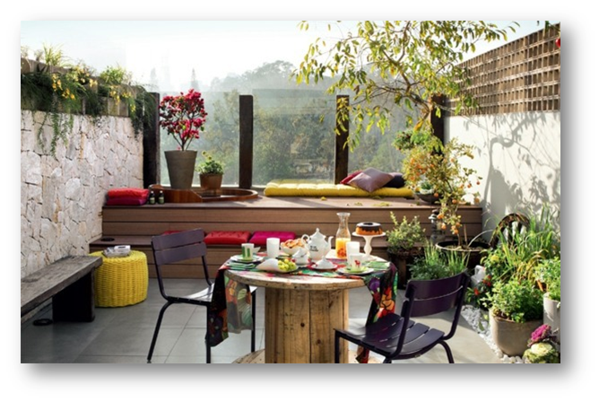 Small terrace with outdoor furniture - SSID